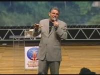 Pastor Jabes de Alencar é homenageado com a comenda Willian J. Saymor pelo ministério Azuza