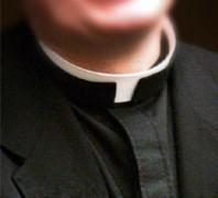 Sacerdote exibe imagens pornográficas por engano em reunião com pais