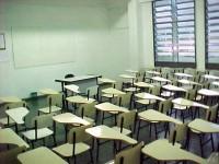 Estudante é retirado da sala de aula por se negar a participar de oração promovida por professora