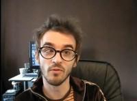 """Apresentador de TV afirma que acha """"fantástica"""" pichação de igreja com frase """"Deus é gay""""; Marco Feliciano exige retratação da MTV"""