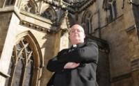 """Pastor anglicano pode ser demitido por escrever no Facebook que """"pecar é divertido"""""""