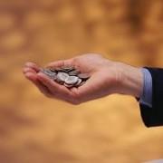 Estudo afirma que pessoas menos religiosas são mais generosas que as demais