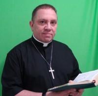 Ex braço direito de Edir Macedo na Igreja Universal, Renato Suhett renuncia ao título de bispo para ser consagrado padre na Igreja Anglo Católica
