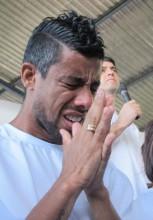 """Jogador do Flamengo, Léo Moura é batizado e diz, """"É o momento mais importante da minha vida"""""""
