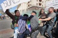 """""""Moscou não é Sodoma"""", protestou grupo de cristãos ortodoxos que interrompeu """"parada gay"""" ilegal na Rússia"""