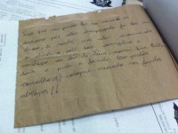"""""""Ladrão evangélico"""" devolve dinheiro roubado e deixa carta de desculpas com dica de segurança para a vítima"""