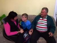 Padre causa polêmica ao impedir menino autista de receber a primeira eucaristia