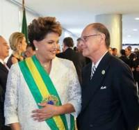 Dilma Rousseff irá à inauguração do Templo de Salomão para ter apoio do bispo Edir Macedo nas eleições, diz jornalista