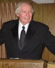 """Satanistas organizam ritual para transformar Fred Phelps em homossexual na vida eterna; Pastor ficou conhecido por dizer que """"Deus odeia os gays"""""""