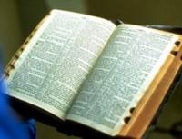 Bíblias são vendidas ilegalmente em camelôs no Irã