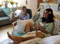 Jovem que teve joelho destruído em atentado a cinema diz querer perdoar atirador