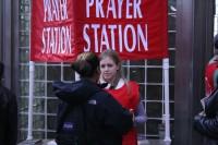 """Jovens missionários montam """"Estações de Oração"""" para evangelizar e orar por pessoas nas ruas"""