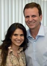 Aline Barros participa de programa eleitoral de Eduardo Paes