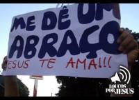 """[Vídeo] Ministério """"Loucos por Jesus"""" faz intenvenção na Parada Gay de Goiânia"""