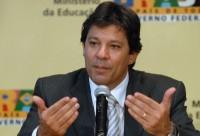 Haddad evita comentar kit gay mas afirma que material já estaria disponível em São Paulo