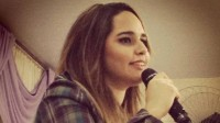 Ex-funkeira Perlla prega e canta em igreja do Rio de Janeiro