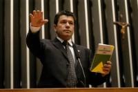 Deputado apresenta projeto de lei que proíbe interferências do governo em pregações contra o homossexualismo nas igrejas. Confira