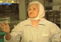 """Aposentada evangélica viaja pelo país pregando em aeroportos: """"Tornei-me a velhinha mais feliz do planeta Terra"""". Assista"""