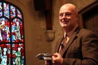 """Autor de """"Teologia Generosa"""", pastor Brian McLaren realiza cerimônia de casamento gay de seu filho"""
