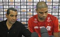 """""""Adriano tem que acertar a vida com Deus para voltar ao futebol"""", afirma Zinho, diretor de futebol do Flamengo"""