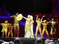 """Lady Gaga se emociona em show no Rio de Janeiro e afirma: """"senti Deus neste lugar"""""""