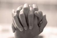 Ex-gays revelam que recorreram a terapias religiosas e oração para reverter a homossexualidade. Confira