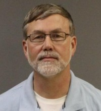 "Pastor que ministrava terapias de ""cura gay"" é preso acusado de abusar sexualmente de dois homens"