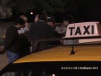 Taxistas evangélicos aproveitam corridas para evangelizar; Atuação do grupo já tem 20 anos e programa de rádio
