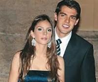 Kaká e sua esposa Carol Celico começam a frequentar uma nova igreja