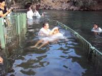 Israel proíbe batismos no rio Jordão devido aos altos índices de poluição e riscos à saúde