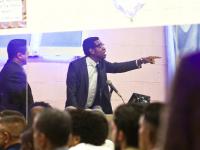 Globo surpreende no final de Suburbia com personagem tendo a vida transformada em Igreja Evangélica