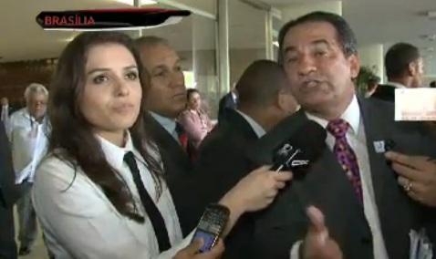 http://noticias.gospelmais.com.br/files/2012/12/monica-iozzi-silas-malafaia-brasilia-cqc.jpg