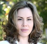 """Sarah Sheeva pede """"um príncipe"""" para 2013 e afirma que quem beija na boca antes de casar """"não conhece o  caráter"""""""