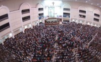 """Igreja Universal promove """"Duelo dos deuses"""" na Bahia e atrai mais de 12 mil pessoas"""
