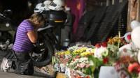 Tristes, pessoas recorrem a Deus para expressar luto em relação às vítimas do incêndio em Santa Maria
