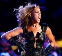 """Beyoncé: """"Deus estava comigo"""" durante show no Super Bowl"""