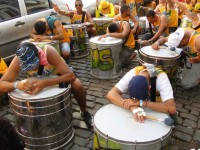 Blocos evangélicos no carnaval do Brasil se misturam ao samba e à folia para louvar e evangelizar