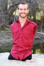 Nick Vujicic, evangelista que não tem braços e pernas, anuncia nascimento de seu primeiro filho. Veja foto