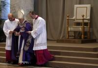 """Papa Bento XVI pede """"verdadeira renovação"""" da Igreja Católica, """"desfigurada"""" por sucessão de """"escândalos"""""""