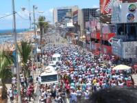Trios elétricos gospel com cantores evangélicos agitam o carnaval no Brasil