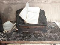 Igreja é atingida por raio e Bíblia resiste ao incêndio; Livro teve apenas as bordas queimadas