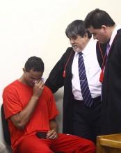 Evangélico, ex-goleiro Bruno lê a Bíblia e chora durante julgamento pela morte de Eliza Samúdio