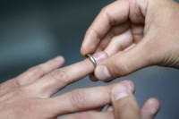Igreja evangélica anuncia que não fará casamentos para casais heterossexuais até que casamento homossexual seja legalizado