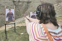Igreja em Washington ensina seus membros a utilizarem armas de fogo