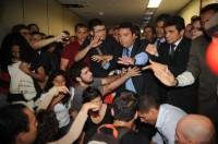 Ativistas causam tumulto e tentam invadir gabinete do Pastor Marco Feliciano