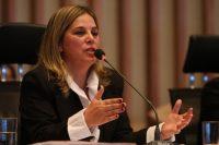 Associação de psicólogos organiza protesto em apoio a Marisa Lobo em frente ao Conselho de Psicologia
