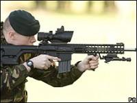 Versículos bíblicos gravados em armas usadas por soldados americanos causam polêmica