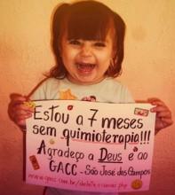 Menina de 2 anos agradece a Deus pelo fim de quimioterapia e se torna sucesso no Facebook