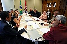 http://noticias.gospelmais.com.br/files/2013/04/frente-direitos-humanos.jpg