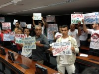 Ativistas contra Marco Feliciano são proibidos de entrar na CDHM e se revoltam ao saber que manifestantes pró-pastor entraram